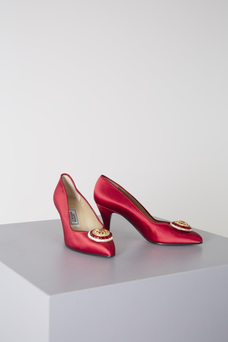 Gianni Versace couture Vintage red shoes with tiara, 1990s. For Sale 3