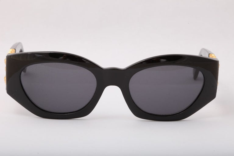 Gianni Versace Mod 420/D Sunglasses  In Excellent Condition For Sale In Chicago, IL
