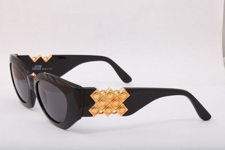 Women's Gianni Versace Mod 420/D Sunglasses  For Sale
