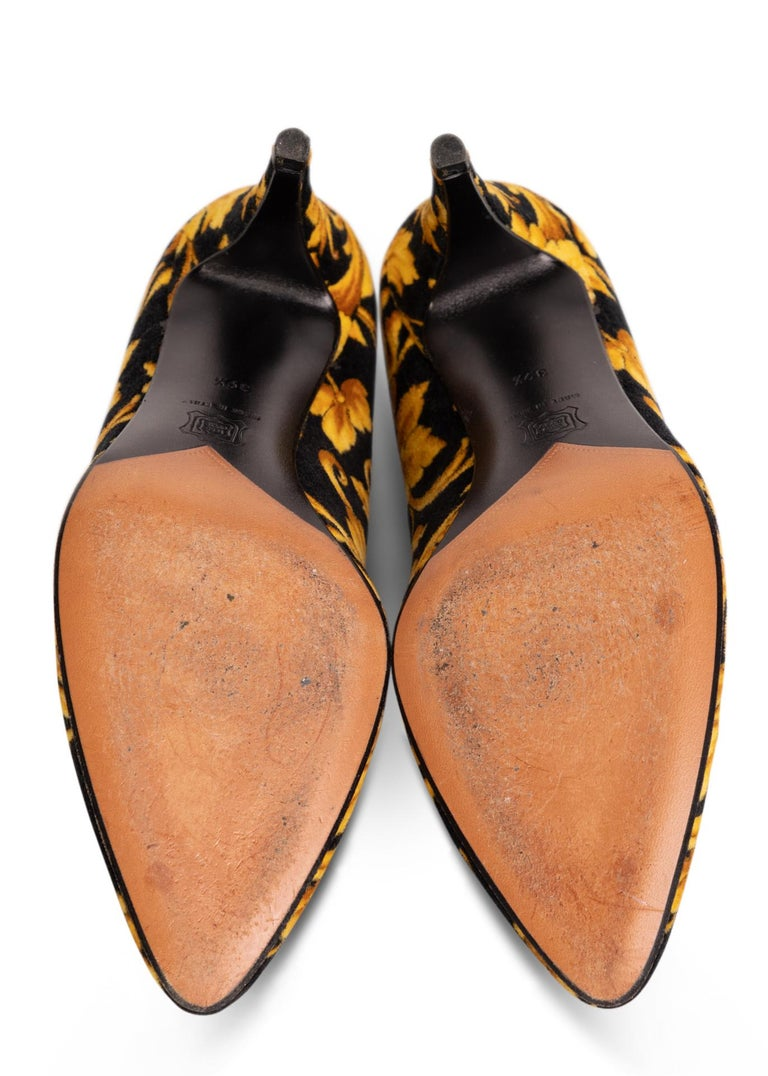 Gianni Versace Rococo Baroque Pumps Heels, 1990s Size: 39.5 In Excellent Condition For Sale In Boca Raton, FL