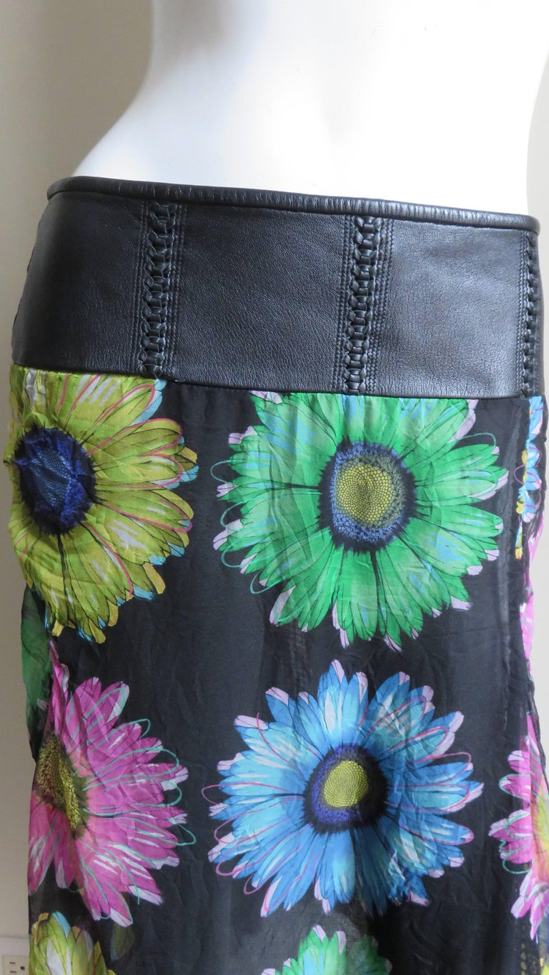 Gianni Versace Silk and Leather Skirt 1990s In Good Condition For Sale In New York, NY