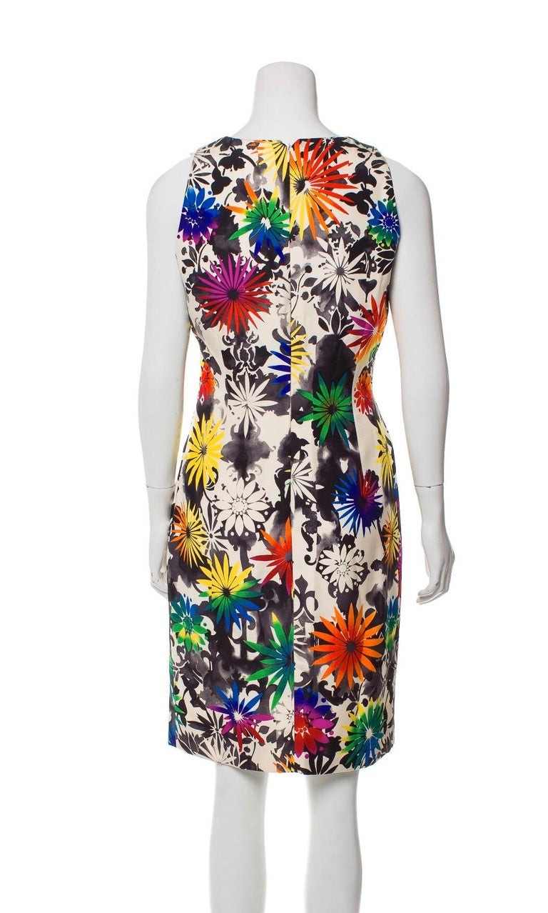 1990s Gianni Versace silk printed dress. Condition: Excellent. Size 6