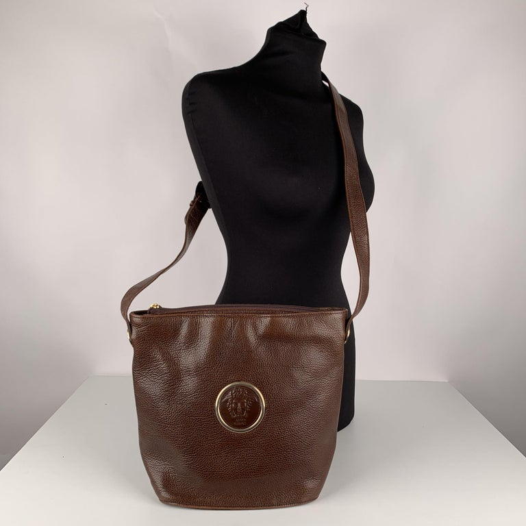 MATERIAL: Leather COLOR: Brown MODEL: Shoulder bag GENDER: Women SIZE: Medium Condition CONDITION DETAILS: B :GOOD CONDITION - Some light wear of use - Some scratches on leather due to normal use, some wear of use on the bottom edges. Measurements