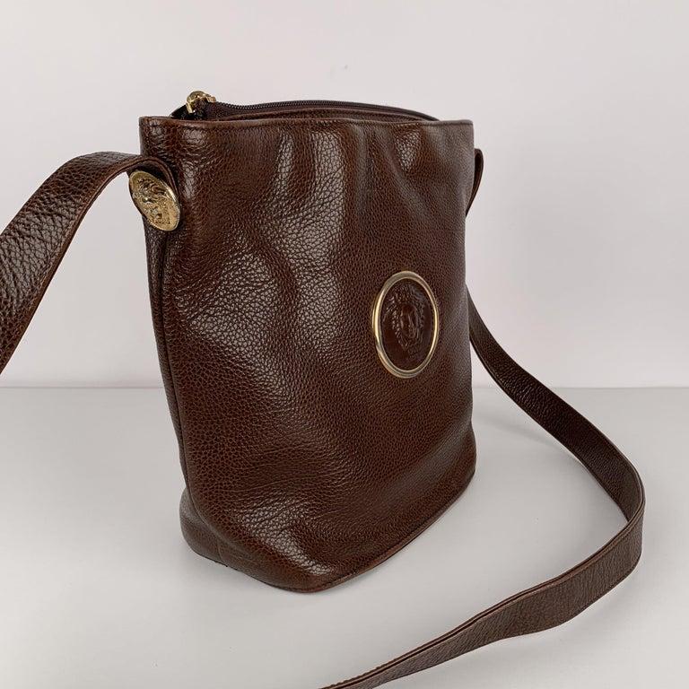 Gianni Versace Vintage Brown Leather Medusa Bucket Shoulder Bag For Sale 2