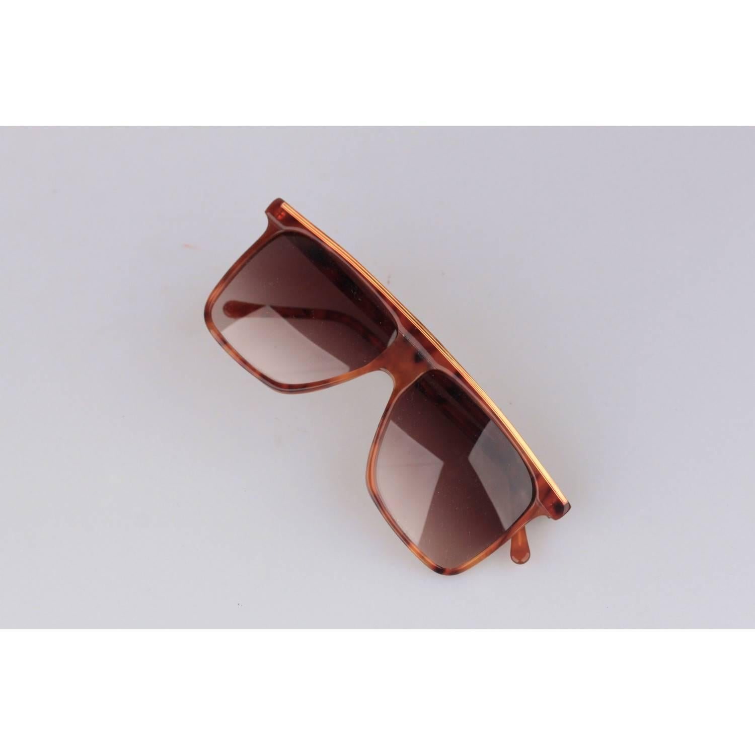 834f13810 GIANNI VERSACE Vintage Brown Square Sunglasses 418 54-14mm NOS For Sale at  1stdibs