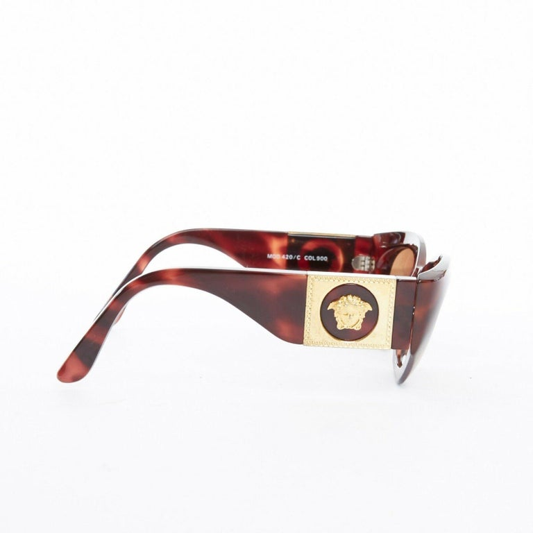 GIANNI VERSACE Vintage brown tortoise angular cateye gold Medusa sunglasses In Excellent Condition For Sale In Hong Kong, NT