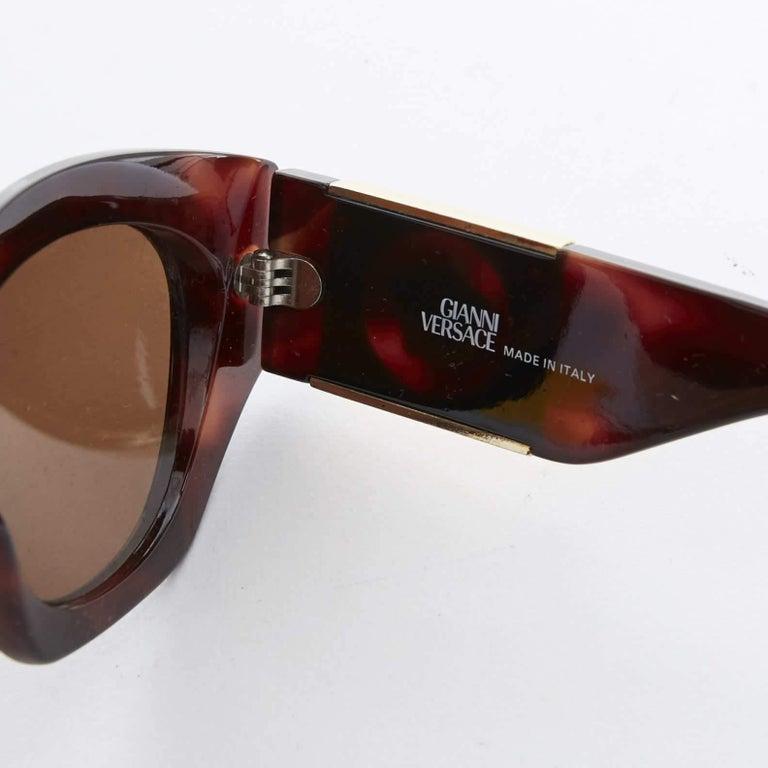 GIANNI VERSACE Vintage brown tortoise angular cateye gold Medusa sunglasses For Sale 4