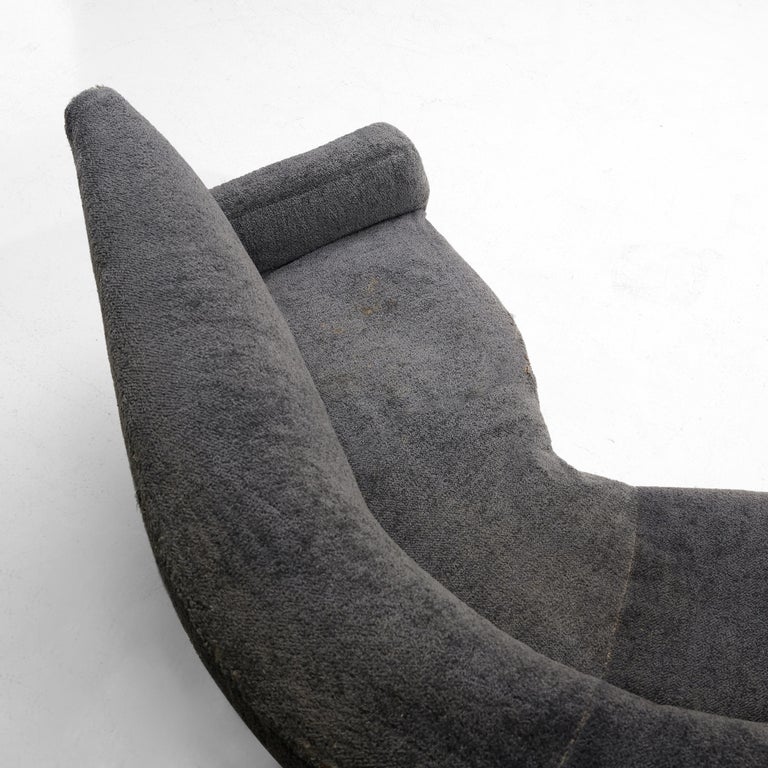 20th Century Gigi Radice for Minotti Curved Sofa in Grey Upholstery For Sale