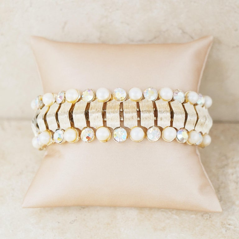 1950s CORO Rhodium-plated Bow-style Frame with Pearls and White Crystals Bracelet