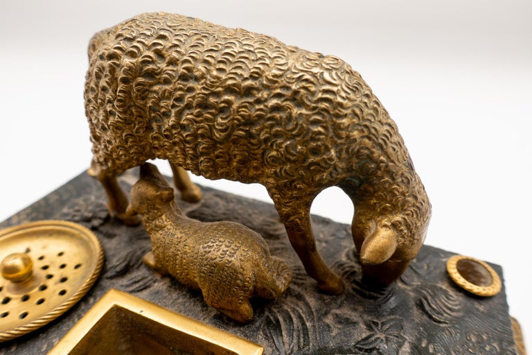 Gilded Bronze French Inkwell of and Sheep and Its Lamb, Early 19th Century In Good Condition For Sale In New York, NY