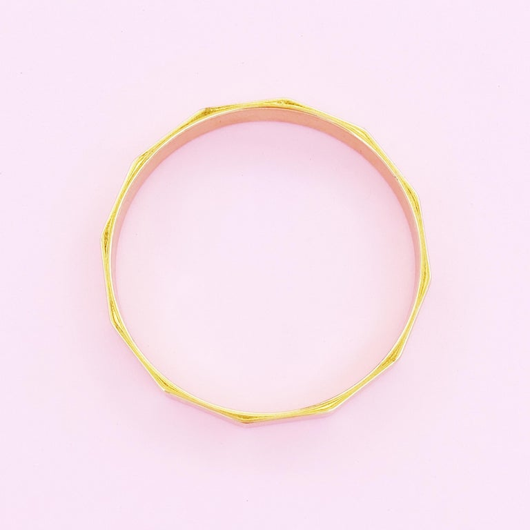 Gilded Dodecagon Geometric Bangle Bracelet By Monet, 1960s In Good Condition For Sale In Los Angeles, CA