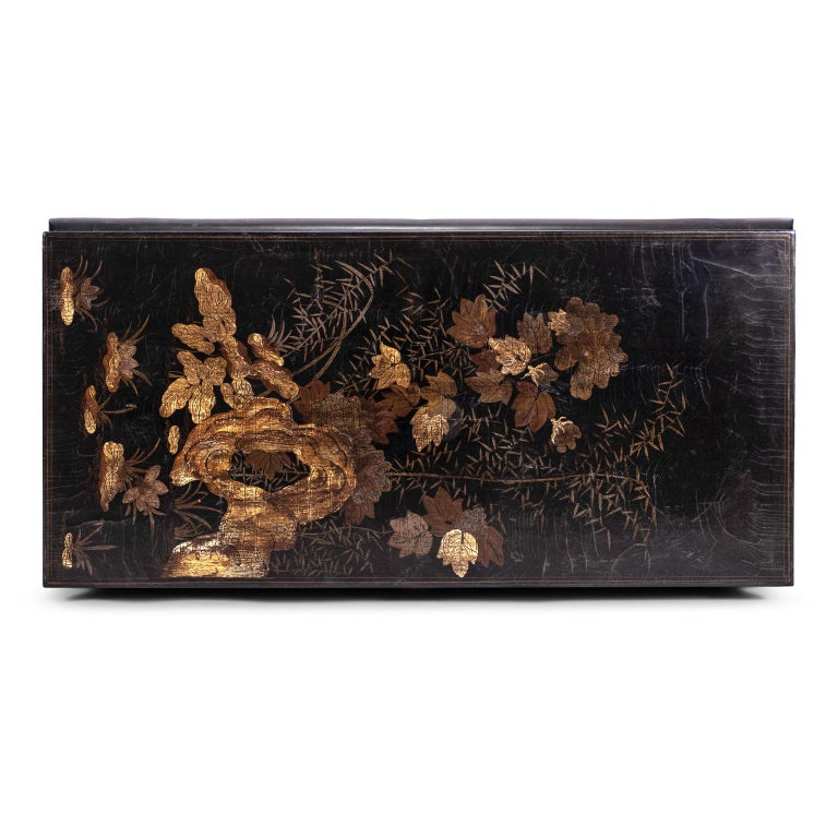 Gilded Chinese Style Black Lacquer Coffee Table In Good Condition For Sale In Houston, TX
