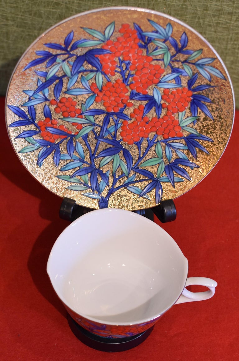 Gilded Japanese red Blue Porcelain Cup and Saucer by Master Artist In New Condition For Sale In Vancouver, CA