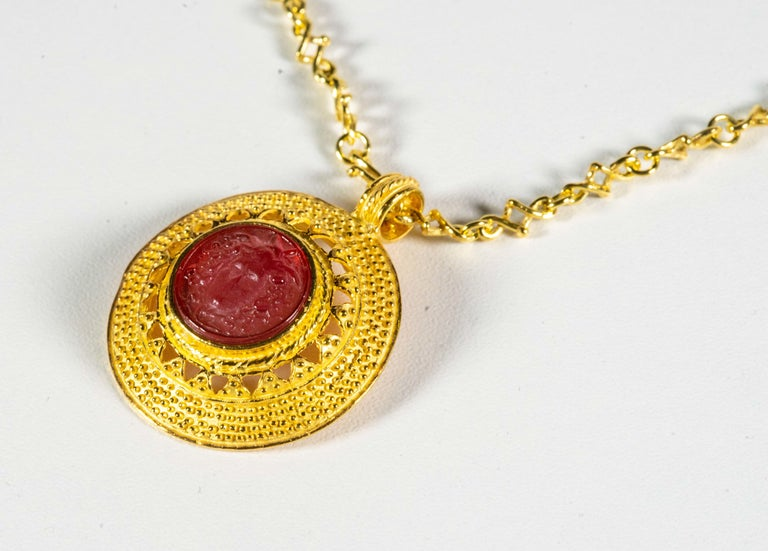 Gilded Silver Necklace Red Glass Paste Medusa Cameo Etruscan Jewelry Style In New Condition For Sale In Rome, IT