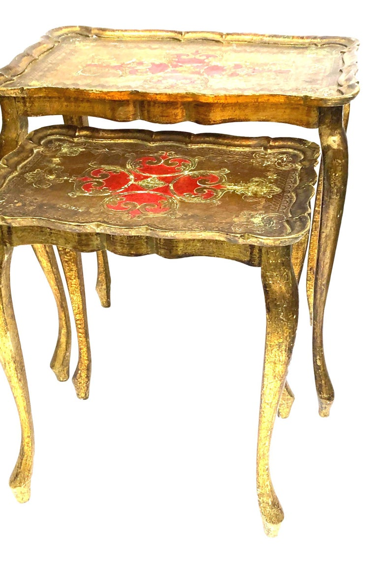 Gilded Wood Toleware Tole Set of two Nesting Tables Hollywood Regency Style For Sale 2