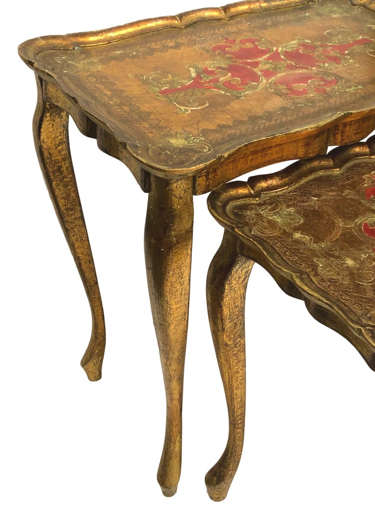 Gilded Wood Toleware Tole Set of two Nesting Tables Hollywood Regency Style For Sale 5