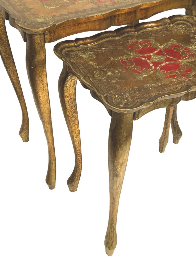 Gilded Wood Toleware Tole Set of two Nesting Tables Hollywood Regency Style For Sale 6