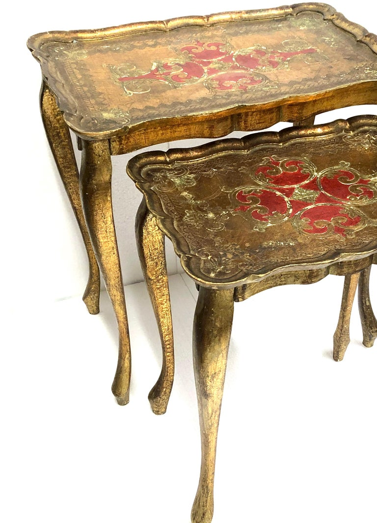 Mid-Century Modern Gilded Wood Toleware Tole Set of two Nesting Tables Hollywood Regency Style For Sale