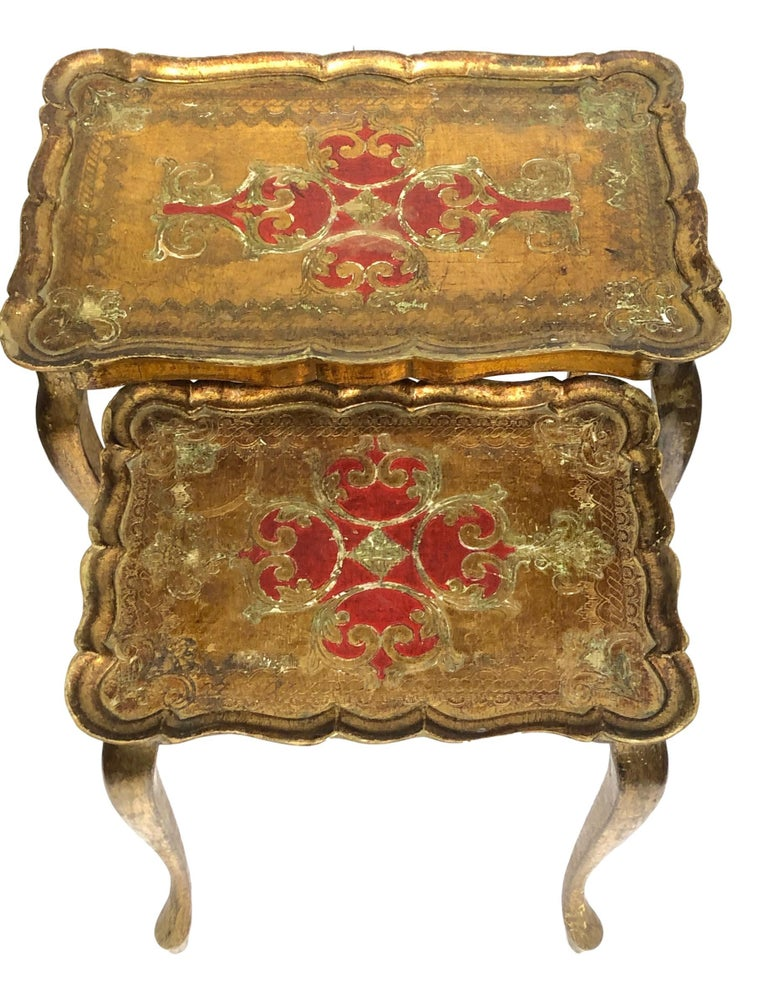 Italian Gilded Wood Toleware Tole Set of two Nesting Tables Hollywood Regency Style For Sale