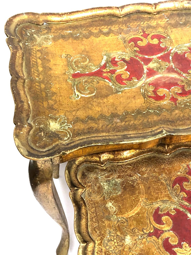 Mid-20th Century Gilded Wood Toleware Tole Set of two Nesting Tables Hollywood Regency Style For Sale