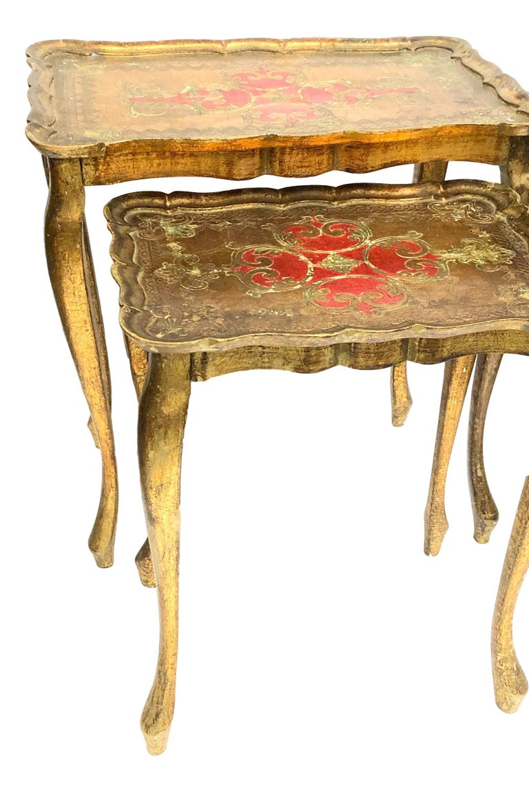Gilded Wood Toleware Tole Set of two Nesting Tables Hollywood Regency Style For Sale 1