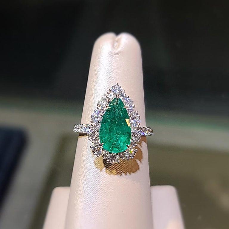 1 Em - 2.35ct   Guild 19327377   Vivid Green/Minor/Zambia Carat Weight: 2.35ct  Shape and cut: Pear / Modified Brilliant Colour: Vivid Green Treatment: Minor Origin: Sri Zambia Cert: Guild 19327377 Total Diamond Weight: 1.5ct / Dia 40 pcs
