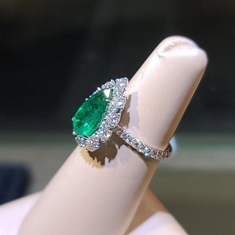 Modern Gilin 18k White Gold 2.35 Carat Zambia Vivid Green Zambian Emerald Diamond Ring For Sale