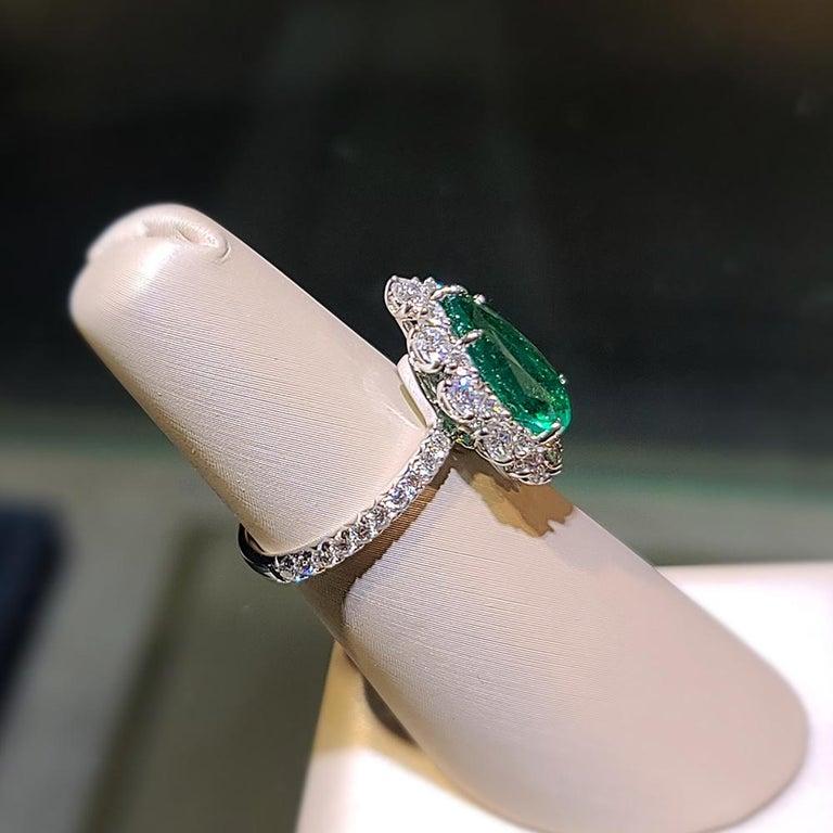 Pear Cut Gilin 18k White Gold 2.35 Carat Zambia Vivid Green Zambian Emerald Diamond Ring For Sale