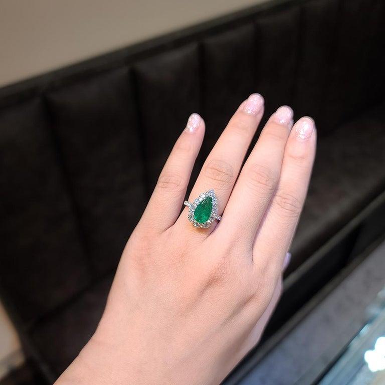 Gilin 18k White Gold 2.35 Carat Zambia Vivid Green Zambian Emerald Diamond Ring In New Condition For Sale In Central, HK