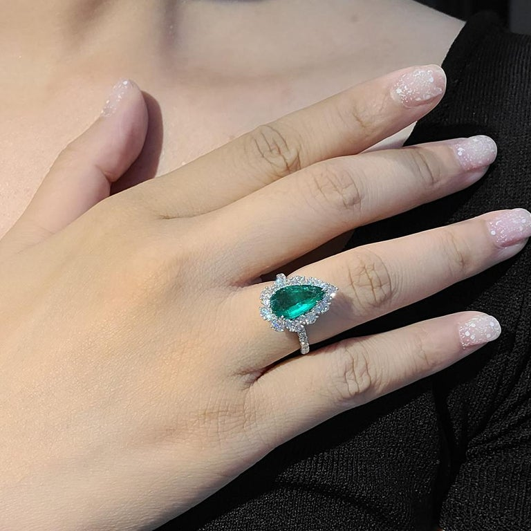 Women's Gilin 18k White Gold 2.35 Carat Zambia Vivid Green Zambian Emerald Diamond Ring For Sale