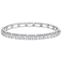 Gilin 18 Karat White Gold 2.47 Carat Baguette Diamond Bangle