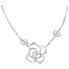 Gilin 18 Karat White Gold Diamond Rose Necklace
