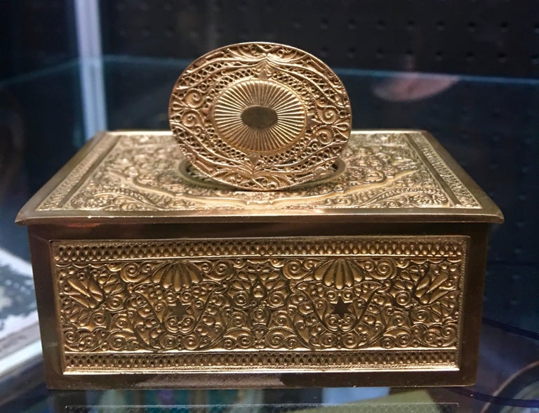 Late 19th Century Gilt and Bronze Tweeting Automaton Music Bird Box For Sale 1