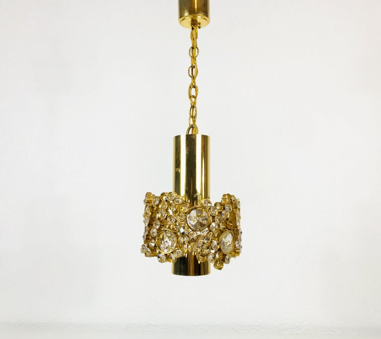 Gilt Brass and Crystal Glass Chandelier by Palwa, Germany, 1970s In Excellent Condition For Sale In Mainz, Rhineland-Palatinate