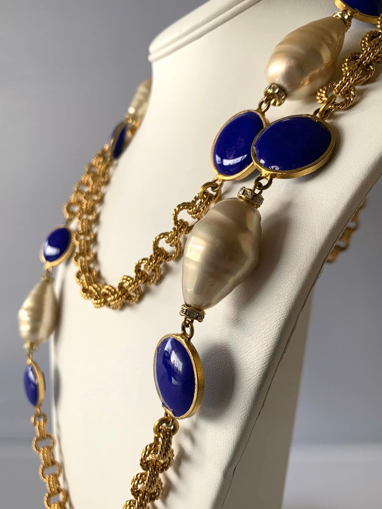 Chunky high-fashion gilt chain navy blue and pearl