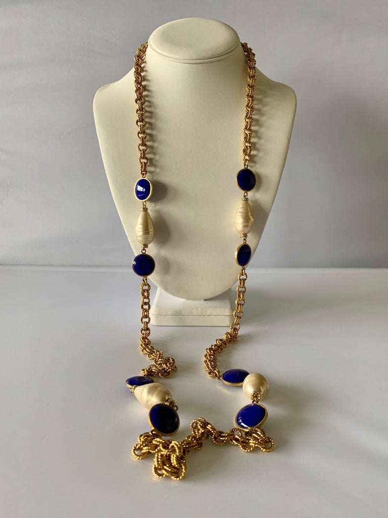 Artisan Gilt Chain Navy Blue and Pearl Pate De Verre Necklace For Sale