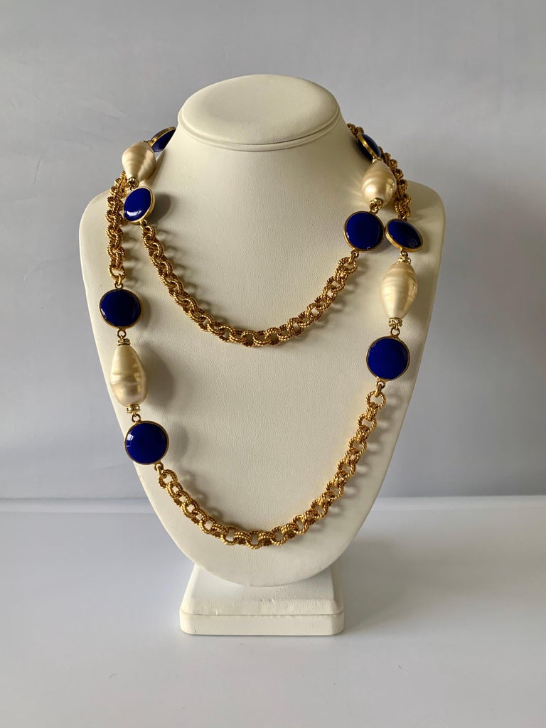 Gilt Chain Navy Blue and Pearl Pate De Verre Necklace In Excellent Condition For Sale In Palm Springs, CA
