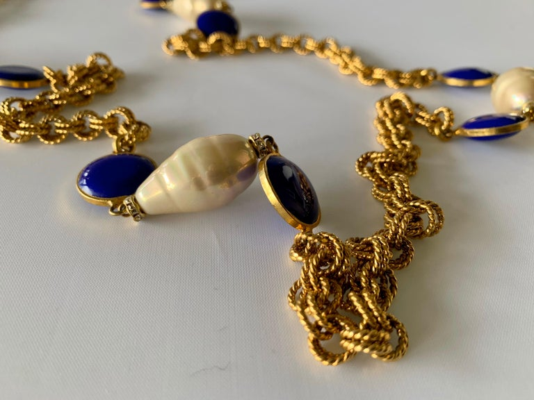 Women's Gilt Chain Navy Blue and Pearl Pate De Verre Necklace For Sale