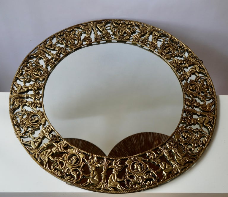 Gilt Metal Figural Sunburst Wall Mirror In Good Condition For Sale In Antwerp, BE