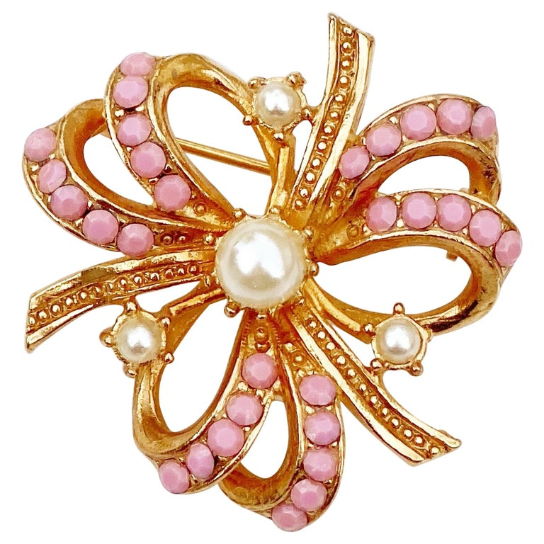 Gilt & Pastel Pink Rhinestone Bow Brooch With Pearl Accents By Hollycraft, 1950s For Sale