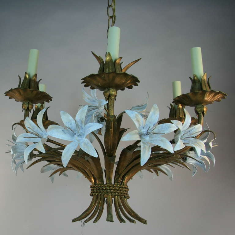 Gilt Tole Italian Flower Six-Light Chandelier In Good Condition For Sale In Douglas Manor, NY