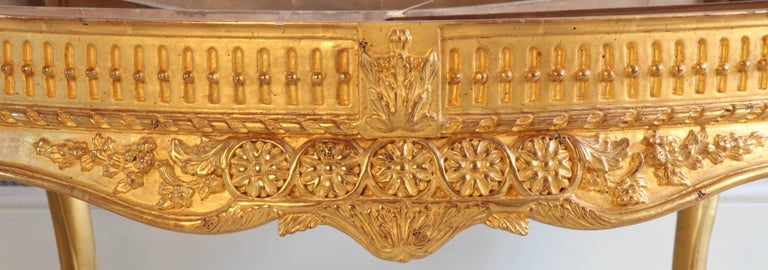 Giltwood Low Round Table In Excellent Condition For Sale In London, GB