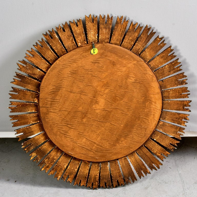 Giltwood Sunburst Mirror with Short Rays For Sale 6