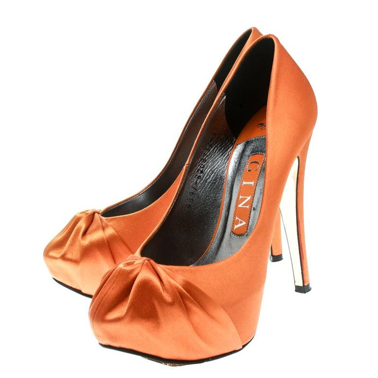 Gina Orange Satin Claire Hoodie Platform Pumps Size 36.5 In Good Condition For Sale In Dubai, Al Qouz 2