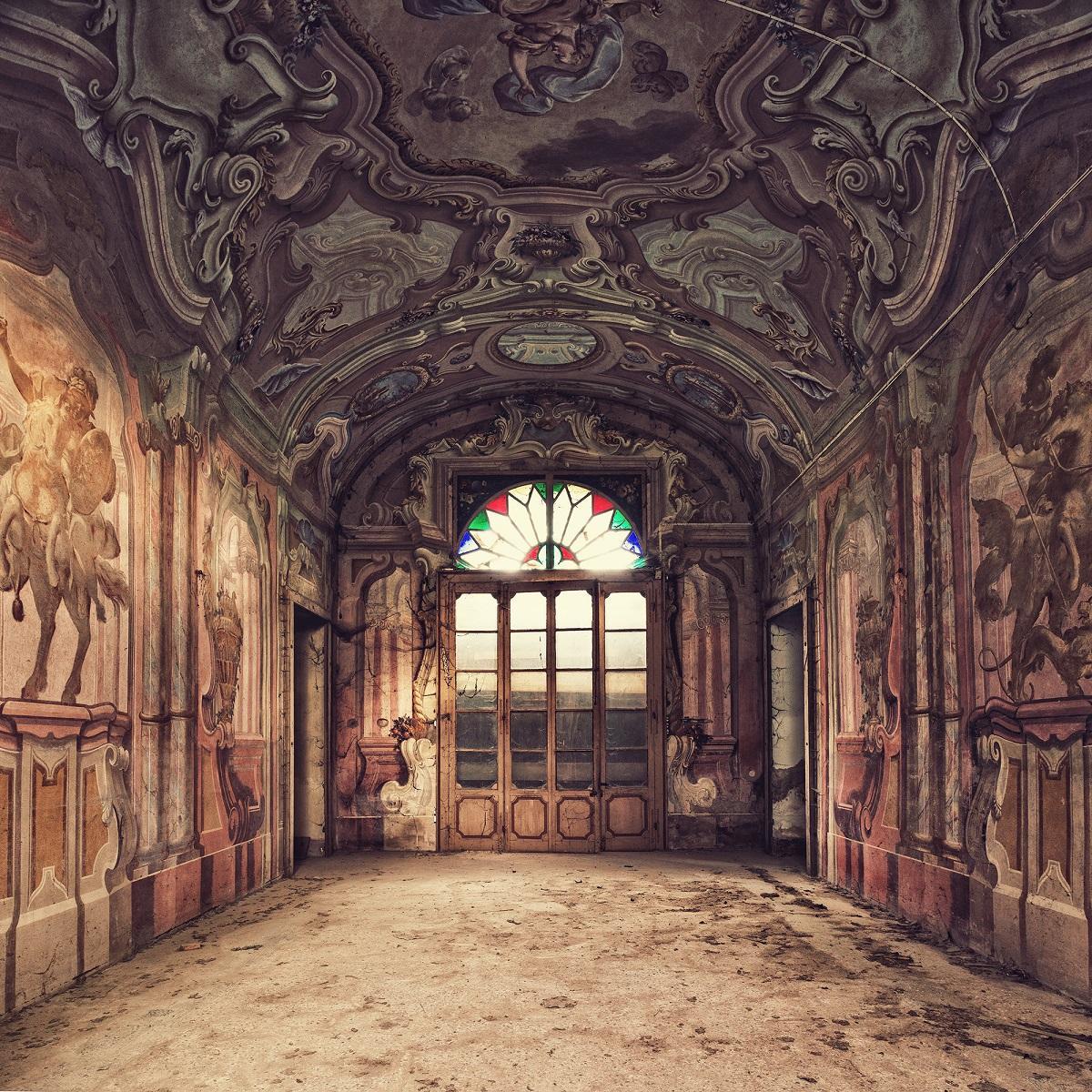 Palazzo, Decadenza series (Interior of abandoned palace, Italy)