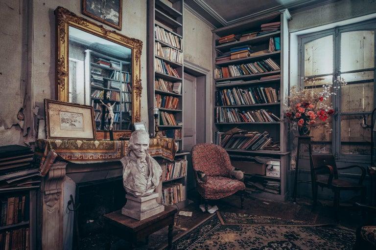 Gina Soden Still-Life Photograph - Salle d'étude - interior photography, abandoned place
