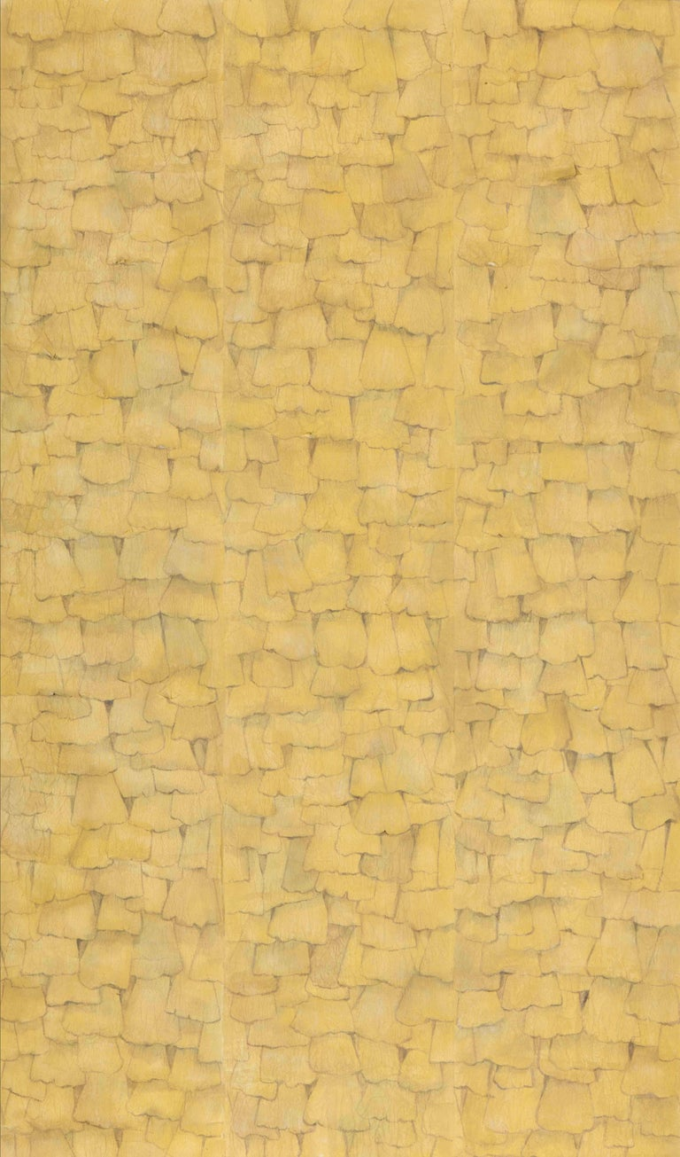 The beauty of autumn gingko leaves is shown in the light elegance of this texture. Wallpaper with a three-dimensional effect made with overlapping tissue paper with acrylic base. Glazed with natural soil. Each process has been hand painted, on