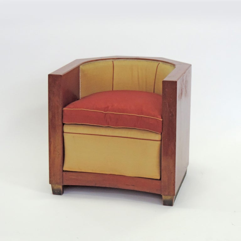 Gino Maggioni red stained wood armchair for Arredamenti Borsani Varedo, Italy, 1920s Presented at the Triennale di Milano, 1925 Original state and upholstery.