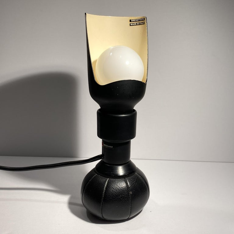 Mid-Century Modern Gino Sarfatti '600P' Table Lamp For Sale