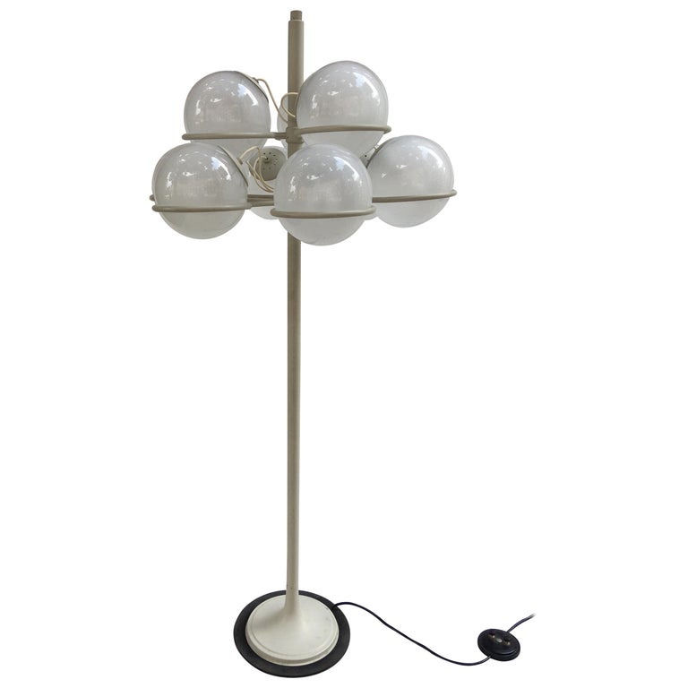 Gino Sarfatti for Arteluce Monumental Floor Lamp Model 1094 from 1966 For Sale